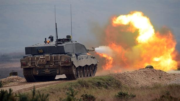 Bộ trưởng Anh: Loại bỏ xe tăng là sai lầm lớn