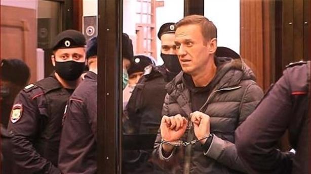 Tòa án Nga 'rung chuyển' bởi tiếng nện bốt ngoại giao...