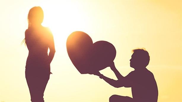 Lo lắng khi vợ nhận được lời tỏ tình từ trai lạ