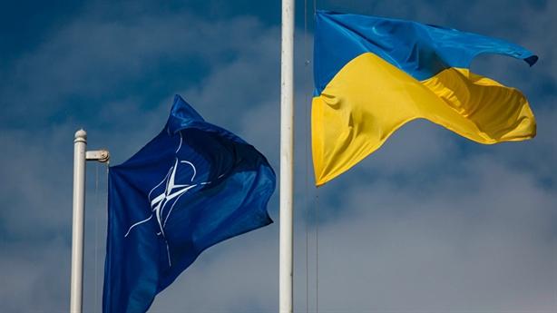 NATO vẫy gọi, Ukraine cần nỗ lực cải cách
