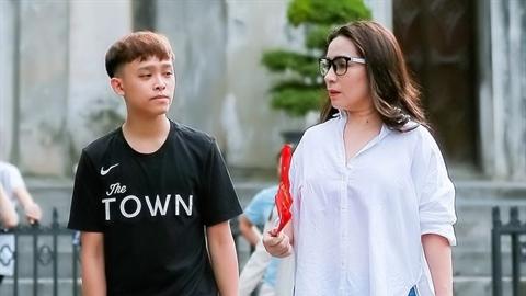 Phi Nhung bức xúc với con trai nuôi Hồ Văn Cường:Có nên?