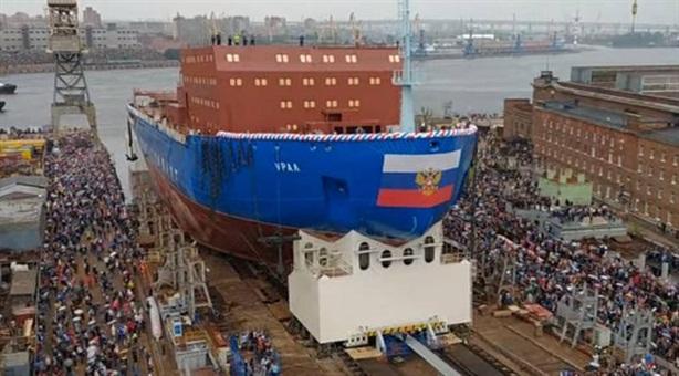 Siêu tàu phá băng hạt nhân Nga gặp hỏa hoạn