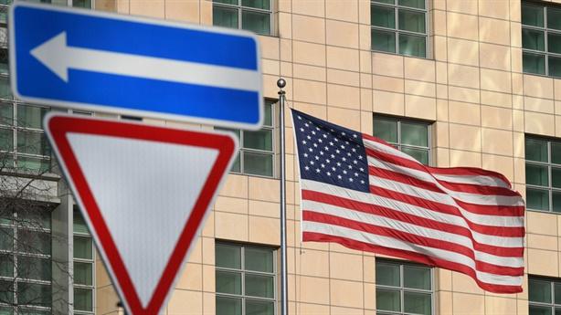 Nhà ngoại giao Mỹ muốn được tiêm vaccine Nga