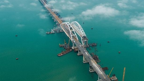 Nga buộc phải đóng cửa cây cầu Crimea