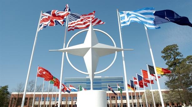 Nga-Pháp khiến EU và NATO bấn loạn?