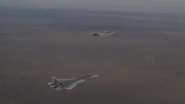 Lộ video cách Okhotnik và Su-57 xuyên thủng phòng không đối phương
