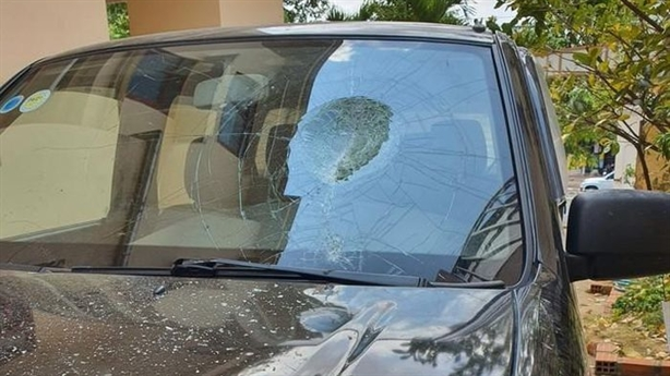 Giám đốc BQLDA huyện ném vỡ kính ôtô