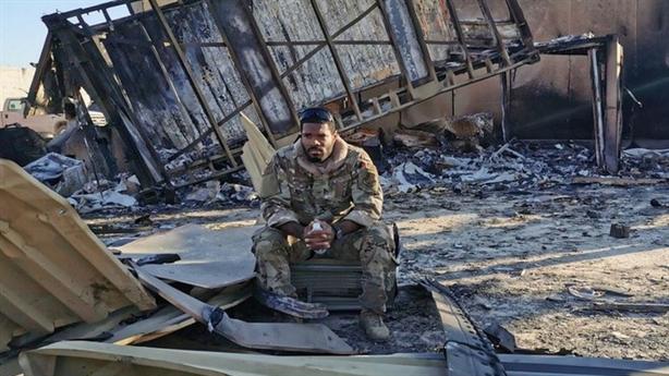 Tướng Mỹ từ biệt người thân trước thời điểm Iran trả đũa