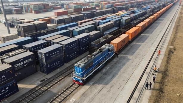Trung Quốc thiếu Công-ten-nơ hàng hóa do xuất khẩu phục hồi