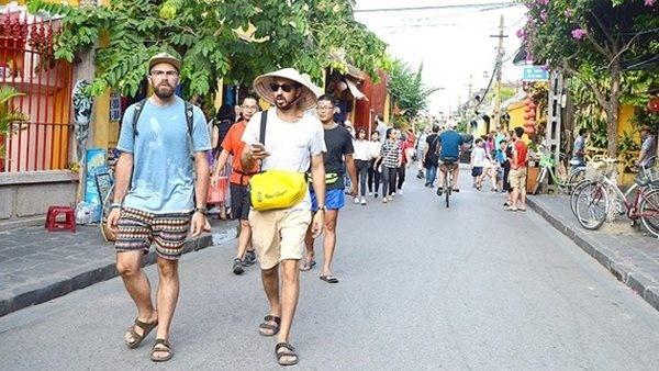 Việt Nam nối lại du lịch quốc tế: Tính toán thế nào?