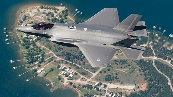 Đặt vòng hoa cho F-35, ngừng ném tiền vào lỗ chuột