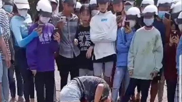 Con trẻ đánh nhau và những người lớn không vô can