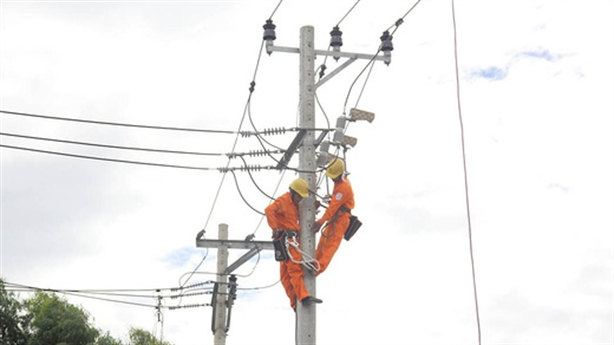 EVN muốn sửa quy chuẩn cột điện do... biến đổi khí hậu?