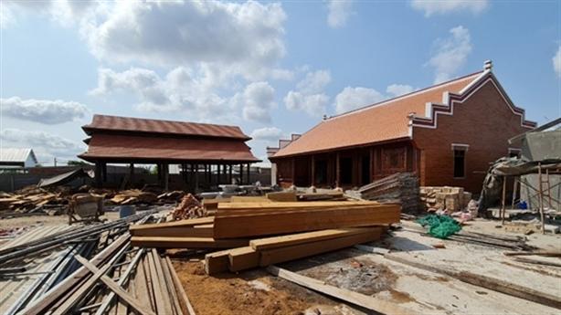 Đại gia xây nhà không phép bị phạt: 'Nhiều nhà, đất'