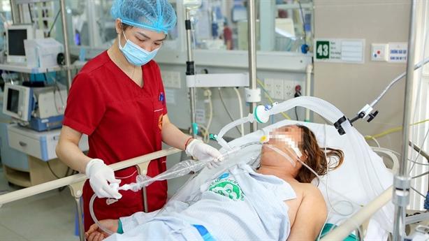 Lý do hơn 200 nhân sự Bệnh viện Bạch Mai nghỉ việc