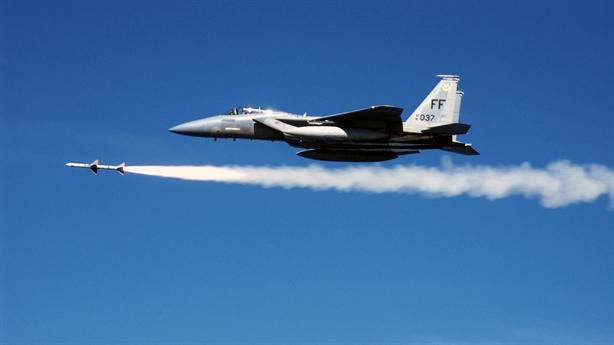 Phát bắn kỷ lục của F-15C bằng 2/3 Su-35 Nga