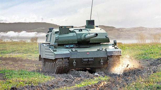 Chương trình xe tăng chiến đấu chủ lực hạng nặng Altay của Thổ Nhĩ Kỳ ban đầu là sản phẩm con lai giữa tăng K2 của Hàn Quốc, Leopard của Đức và động cơ của Nhật Bản. Xe được trang bị vũ khí hạng nặng và hệ thống điện tử được đánh giá tối tân hàng đầu thế giới hiện nay.