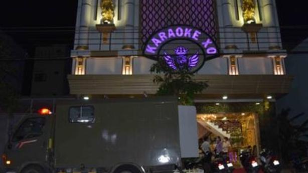 Làm bậy trong quán karaoke X.O: 3 tháng 3 lần