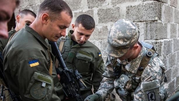 Mỹ vừa định đưa quân vào Donbass, Kiev bác thẳng