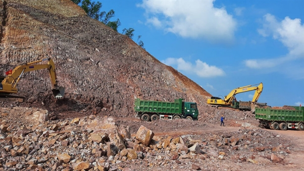 Thủ tướng cấm nâng giá vật liệu làm cao tốc Bắc-Nam