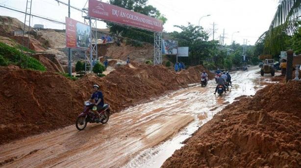 Sạt lở đồi cát ở Mũi Né: 'Do mưa to quá'