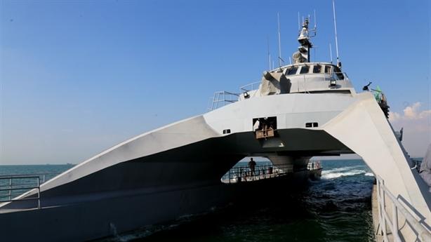 'Tàu Iran bỏ xa chiến hạm Mỹ trên vịnh Ba Tư'