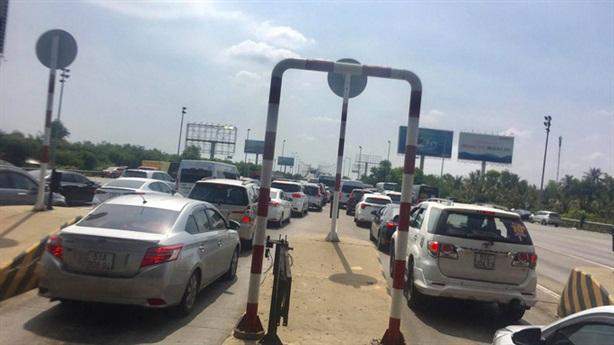 Cao tốc không xả trạm: Tắc không phải do...trạm thu phí?