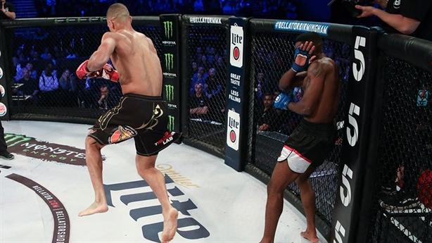 Võ sĩ đánh như múa hạ knock-out đối thủ