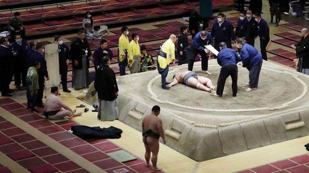 Võ sĩ Sumo tử vong: Cú húc đầu định mệnh