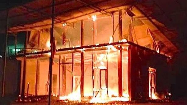 Cháy nhà gỗ 2 tầng của cán bộ xã: 'Toàn gỗ quý'
