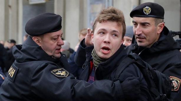 Ly kỳ vụ Belarus bắt giữ Roman Protasevich...