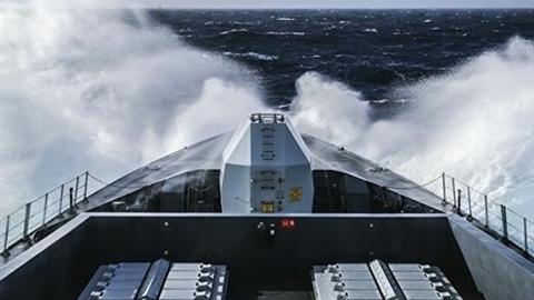 Không quân, Hải quân Nga phối hợp 'trục xuất' tàu chiến Anh