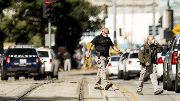 Xả súng California: 9 người thiệt mạng, thống đốc hốt hoảng