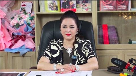 Động thái của ông Huỳnh Uy Dũng khi vợ livestream