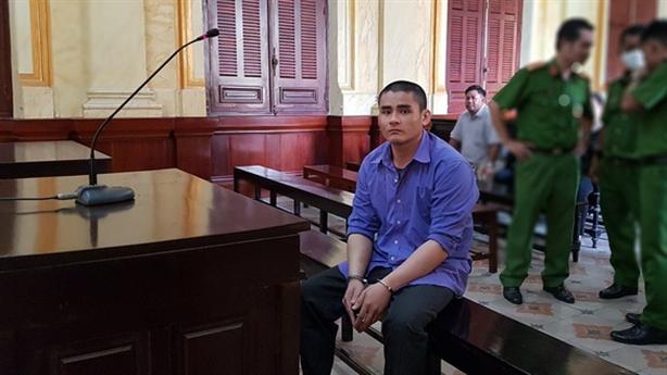 Bị cáo 'tâm thần' sau khi bị tuyên án tử...