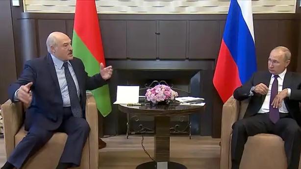 Mỹ dọa trừng phạt nặng Belarus, Nga hỗ trợ Minsk giao thông