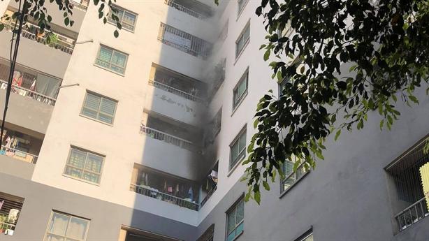 Cháy chung cư ở Hà Nội, người dân chạy tán loạn