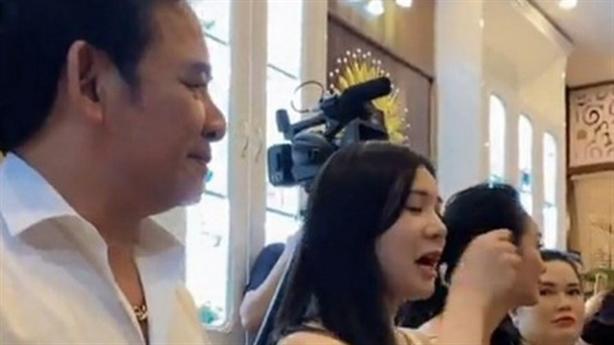 Quang Tèo tham gia khai trương TMV: 'Bịt khẩu trang...ăn sao được?'