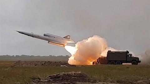 Ukraine sẵn sàng bắn hạ Su-30SM tại Crimea?