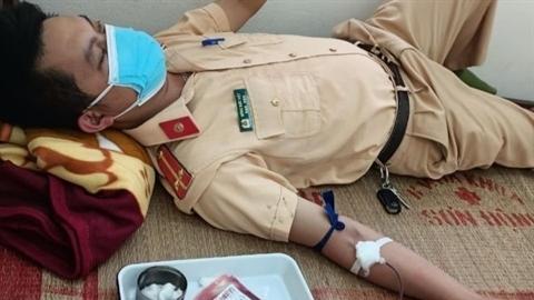 CSGT hiến máu cứu bé: Luôn sẵn sàng