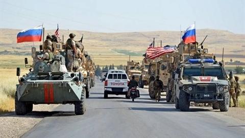 Trực thăng Nga đẩy lui đoàn xe quân sự Mỹ tại Syria