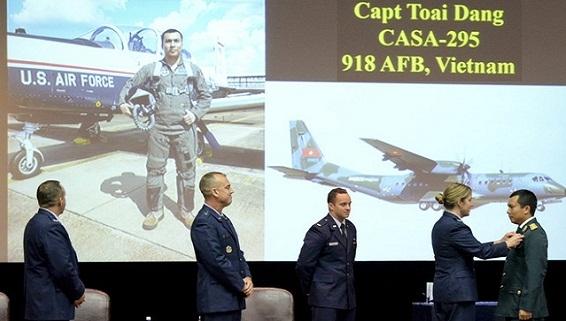 Việt Nam mua máy bay huấn luyện T-6 Texan-II
