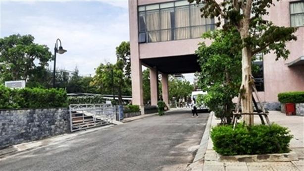 Trưởng phòng điện lực rơi từ tầng 17 khách sạn tử vong