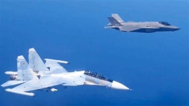 F-35 bị xua đuổi sau khi chặn An-12