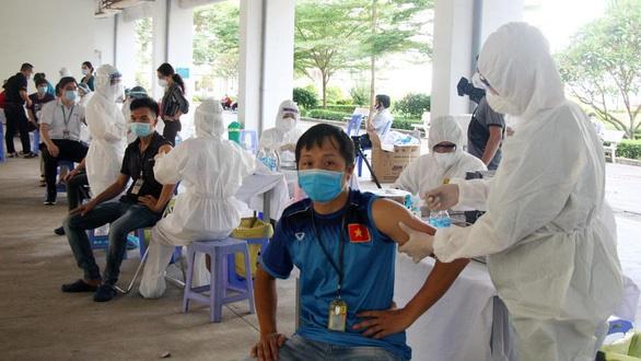COVID-19: 91 ca mắc mới; Chuẩn bị chiến dịch tiêm chủng lớn