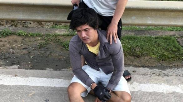 Nam thanh niên đánh CSGT dập mũi: 'Biết tôi là ai không?'