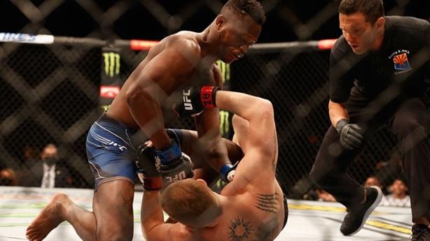 Võ sĩ lập kỷ lục hạ knock-out nhanh nhất hạng nhẹ UFC