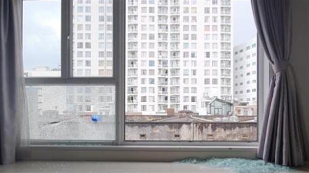 Căn nhà liên tiếp bị bắn vỡ kính: Nhiều bi sắt