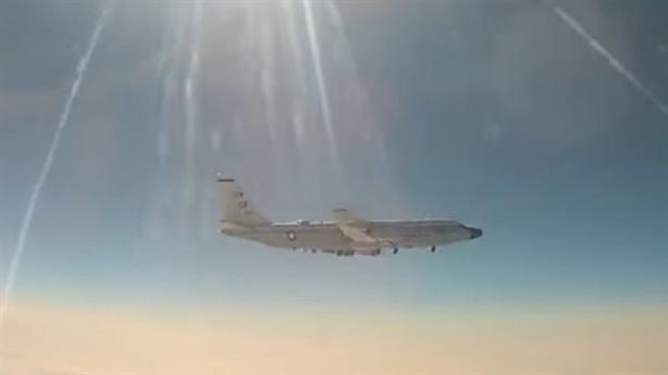 RC-135W bám sát chuyên cơ ông Putin đến Thụy Sĩ