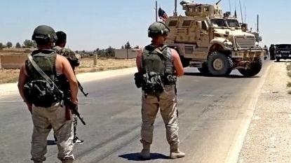Đoàn xe quân sự Mỹ phải quay đầu khi gặp lính Nga
